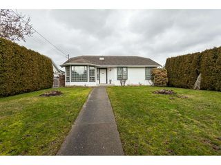 Main Photo: 14079 16 Avenue in Surrey: Sunnyside Park Surrey House for sale (South Surrey White Rock)  : MLS®# R2430211