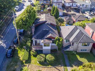 """Photo 3: 2796 E 4TH Avenue in Vancouver: Renfrew VE House for sale in """"Renfrew Heights"""" (Vancouver East)  : MLS®# R2496647"""