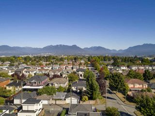 """Photo 5: 2796 E 4TH Avenue in Vancouver: Renfrew VE House for sale in """"Renfrew Heights"""" (Vancouver East)  : MLS®# R2496647"""