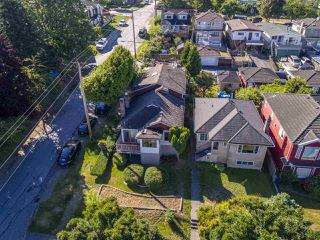 """Photo 10: 2796 E 4TH Avenue in Vancouver: Renfrew VE House for sale in """"Renfrew Heights"""" (Vancouver East)  : MLS®# R2496647"""