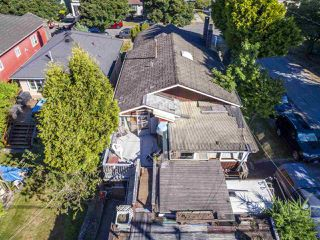 """Photo 6: 2796 E 4TH Avenue in Vancouver: Renfrew VE House for sale in """"Renfrew Heights"""" (Vancouver East)  : MLS®# R2496647"""
