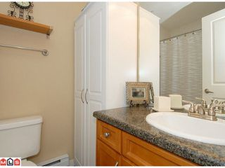"Photo 9: 5 14921 THRIFT Avenue: White Rock Townhouse for sale in ""NICOLE PLACE"" (South Surrey White Rock)  : MLS®# F1025156"