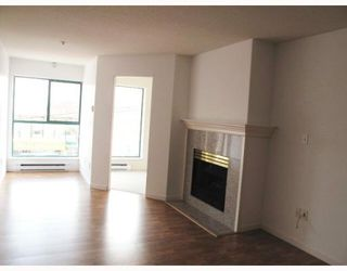 """Photo 2: 207 189 E 16TH Avenue in Vancouver: Mount Pleasant VE Condo for sale in """"CARTIER PLACE II"""" (Vancouver East)  : MLS®# V763755"""