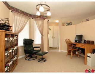 """Photo 5: 107 9177 154TH Street in Surrey: Fleetwood Tynehead Townhouse for sale in """"CHANTILLY LANE"""" : MLS®# F2910966"""