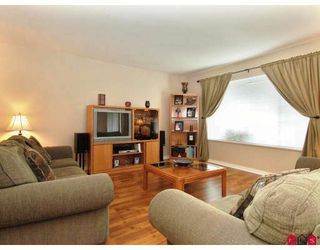 """Photo 3: 107 9177 154TH Street in Surrey: Fleetwood Tynehead Townhouse for sale in """"CHANTILLY LANE"""" : MLS®# F2910966"""