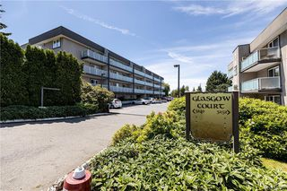 Photo 1: 202 3240 Glasgow Ave in Saanich: SE Quadra Condo for sale (Saanich East)  : MLS®# 844497
