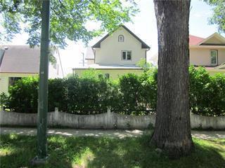 Photo 1: 874 Bannatyne Avenue in Winnipeg: Weston Residential for sale (5D)  : MLS®# 202025631