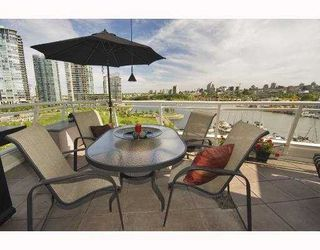 Photo 2: 801 628 KINGHORNE MEWS BB in Vancouver: False Creek North Condo for sale (Vancouver West)  : MLS®# V778161
