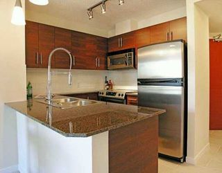 """Photo 2: 813 AGNES Street in New Westminster: Downtown NW Condo for sale in """"News"""" : MLS®# V608804"""