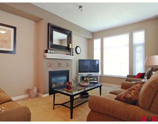 "Photo 3: 19 20120 68TH Avenue in Langley: Willoughby Heights Townhouse for sale in ""THE OAKS"" : MLS®# F2819871"