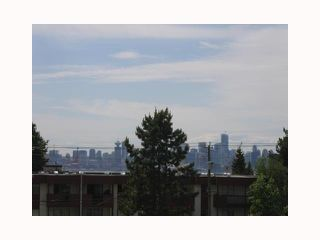 Photo 9: 332 E 4TH Street in North Vancouver: Lower Lonsdale House 1/2 Duplex for sale : MLS®# V818797