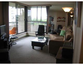 "Photo 3: 906 3771 BARTLETT Court in Burnaby: Sullivan Heights Condo for sale in ""TIMBERLEA"" (Burnaby North)  : MLS®# V776369"