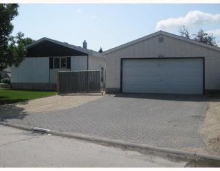 Photo 3: 30 PLAYGREEN in WINNIPEG: Maples / Tyndall Park Residential for sale (North West Winnipeg)  : MLS®# 2915004