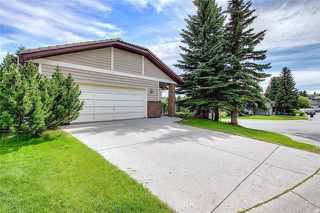 Photo 2: 4 STRATHBURY Circle SW in Calgary: Strathcona Park Detached for sale : MLS®# C4301110