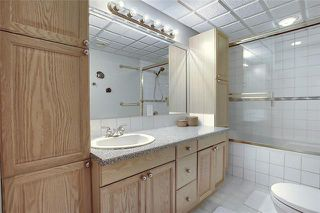 Photo 32: 4 STRATHBURY Circle SW in Calgary: Strathcona Park Detached for sale : MLS®# C4301110