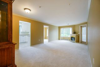 """Photo 5: 202 1569 EVERALL Street: White Rock Condo for sale in """"Seawynd Manor"""" (South Surrey White Rock)  : MLS®# R2513338"""