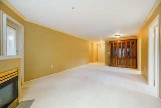 """Photo 8: 202 1569 EVERALL Street: White Rock Condo for sale in """"Seawynd Manor"""" (South Surrey White Rock)  : MLS®# R2513338"""