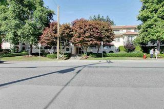 Photo 15: 306 1447 BEST STREET in South Surrey White Rock: White Rock Home for sale ()  : MLS®# R2401122