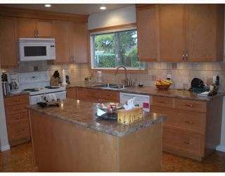 """Photo 3: 1397 COTTONWOOD in North Vancouver: Norgate House for sale in """"NORGATE"""" : MLS®# V797240"""
