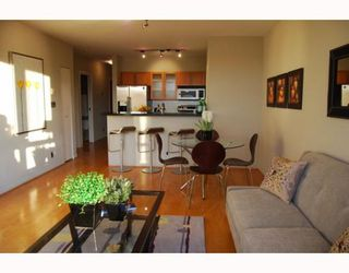 "Photo 4: 404 1688 CYPRESS Street in Vancouver: Kitsilano Condo for sale in ""YORKVILLE SOUTH"" (Vancouver West)  : MLS®# V797521"