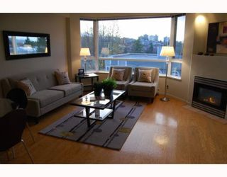 "Photo 3: 404 1688 CYPRESS Street in Vancouver: Kitsilano Condo for sale in ""YORKVILLE SOUTH"" (Vancouver West)  : MLS®# V797521"