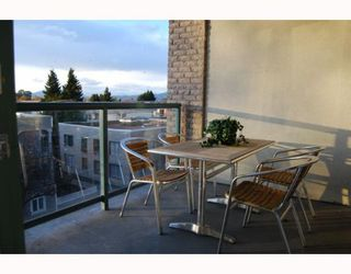 "Photo 9: 404 1688 CYPRESS Street in Vancouver: Kitsilano Condo for sale in ""YORKVILLE SOUTH"" (Vancouver West)  : MLS®# V797521"