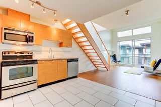 """Photo 6: 414 7418 BYRNEPARK Walk in Burnaby: South Slope Condo for sale in """"GREEN"""" (Burnaby South)  : MLS®# R2388618"""