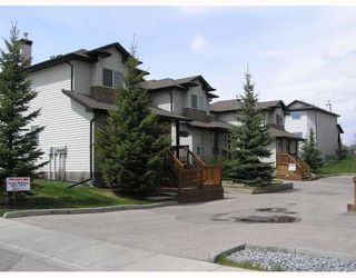 Photo 2: 3 135 BOW RIDGE Drive: Cochrane Townhouse for sale : MLS®# C3389240