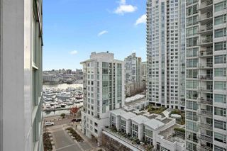 "Main Photo: 1203 193 AQUARIUS Mews in Vancouver: Yaletown Condo for sale in ""Marinaside Resort"" (Vancouver West)  : MLS®# R2422850"