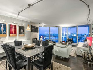 "Photo 2: 705 1201 MARINASIDE Crescent in Vancouver: Yaletown Condo for sale in ""The Penninsula"" (Vancouver West)  : MLS®# R2480191"