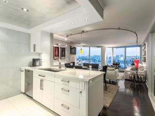 "Photo 17: 705 1201 MARINASIDE Crescent in Vancouver: Yaletown Condo for sale in ""The Penninsula"" (Vancouver West)  : MLS®# R2480191"