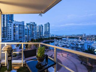 "Photo 15: 705 1201 MARINASIDE Crescent in Vancouver: Yaletown Condo for sale in ""The Penninsula"" (Vancouver West)  : MLS®# R2480191"