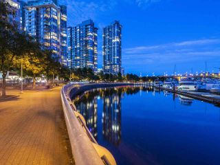 "Photo 19: 705 1201 MARINASIDE Crescent in Vancouver: Yaletown Condo for sale in ""The Penninsula"" (Vancouver West)  : MLS®# R2480191"