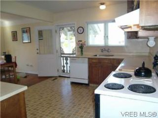 Photo 12: 2521 Fernwood Road in VICTORIA: Vi Oaklands Single Family Detached for sale (Victoria)  : MLS®# 281165