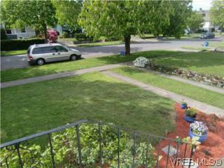 Photo 3: 2521 Fernwood Road in VICTORIA: Vi Oaklands Single Family Detached for sale (Victoria)  : MLS®# 281165