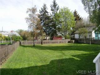 Photo 18: 2521 Fernwood Road in VICTORIA: Vi Oaklands Single Family Detached for sale (Victoria)  : MLS®# 281165