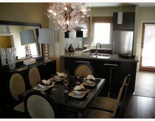 """Photo 2: 6161 OAK Street in Vancouver: South Granville Townhouse for sale in """"CARRINGTON"""" (Vancouver West)  : MLS®# V745819"""
