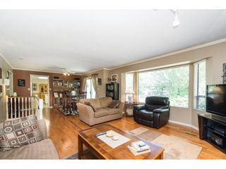 Photo 5: 18222 58B Avenue in Surrey: Cloverdale BC House for sale (Cloverdale)  : MLS®# R2395473