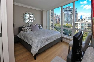 "Photo 18: 705 1328 MARINASIDE Crescent in Vancouver: Yaletown Condo for sale in ""THE CONCORD"" (Vancouver West)  : MLS®# R2463827"