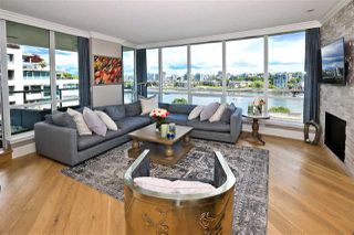 "Photo 4: 705 1328 MARINASIDE Crescent in Vancouver: Yaletown Condo for sale in ""THE CONCORD"" (Vancouver West)  : MLS®# R2463827"