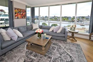"Photo 5: 705 1328 MARINASIDE Crescent in Vancouver: Yaletown Condo for sale in ""THE CONCORD"" (Vancouver West)  : MLS®# R2463827"