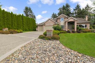 "Photo 3: 5570 123 Street in Surrey: Panorama Ridge House for sale in ""Panorama Ridge South"" : MLS®# R2472440"