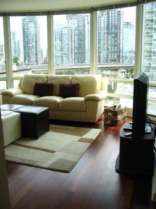 "Photo 10: 1408 1500 HORNBY Street in Vancouver: False Creek North Condo for sale in ""888 BEACH"" (Vancouver West)  : MLS®# V720670"