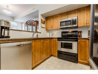"""Photo 7: 69 15 FOREST PARK Way in Port Moody: Heritage Woods PM Townhouse for sale in """"Discovery Ridge"""" : MLS®# R2398832"""