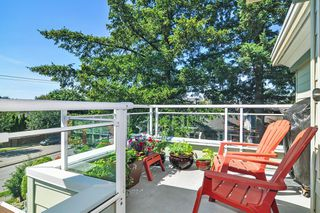 "Photo 10: 302 9018 208 Street in Langley: Walnut Grove Condo for sale in ""Cedar Ridge"" : MLS®# R2478634"