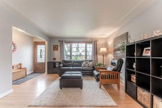 Photo 5: 5927 Thornton Road NW in Calgary: Thorncliffe Detached for sale : MLS®# A1040847