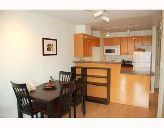 """Photo 3: 814 1330 BURRARD Street in Vancouver: Downtown VW Condo for sale in """"ANCHOR POINT 1"""" (Vancouver West)  : MLS®# V757308"""