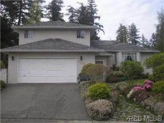 Photo 1: 3982 Blue Ridge Pl in VICTORIA: SW Strawberry Vale House for sale (Saanich West)  : MLS®# 502444