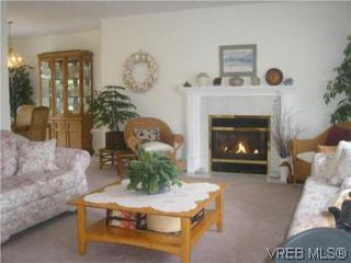 Photo 4: 3982 Blue Ridge Pl in VICTORIA: SW Strawberry Vale House for sale (Saanich West)  : MLS®# 502444