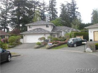 Photo 3: 3982 Blue Ridge Pl in VICTORIA: SW Strawberry Vale House for sale (Saanich West)  : MLS®# 502444
